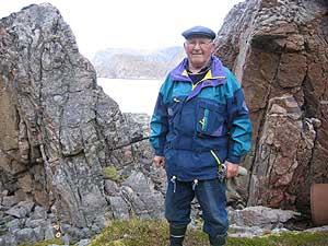 Reidar Strandheim i Rotvika i Dønnesfjord. Strandheim var mannskap en en av de to sjarkene som gikk østover for å informere om katastroen som nærmet seg.