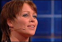 Hanne Sørvaag forfører med sang. (Foto: Nrk)