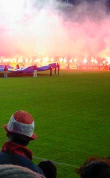 Det ligger mye nostalgi i tribunene på det gamle stadionanlegget i Fredrikstad. Foto: Rainer Prang, NRK