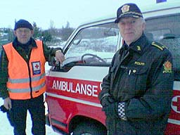 Tor Helge Berg ved Gol Røde Kors og politiførstebetjent Steinar Aurmo ved Skogshorn. Foto: Gunnar Grimstveit