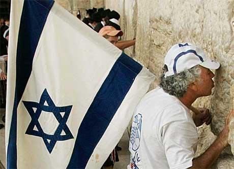 Demonstranter ved Klagemuren (Scanpix/AP)