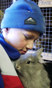 13 år gamle Hovel har en skoledag i uka på Haupberg Gård. (Foto: Jorun Vang/NRK)