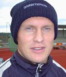 - Vi kan ikke regne med å være blant topplagene i 2. divisjon neste år, sier trener Joacim Jonsson. Foto: Rainer Prang, NRK.