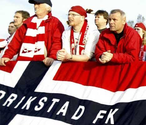 Flere hundre FFK-supportere reiser til Stavanger for å heie fram Rødbuksene i årets siste kamp i Tippeligaen. Håkon Mosvold Larsen / SCANPIX