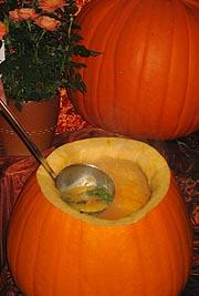Hva er vel finere enn å bruke gresskaret som suppebolle?