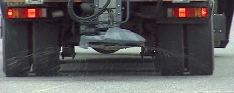 I tre vintersesonger skal det nye veisaltet prøves ut i Oppland. (Foto: NRK)
