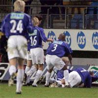 Moldespillerne jubler etter at de gikk opp i ledelse. Med scoring av John Andreas Husøy. Foto: Ørn E. Borgen/SCANPIX.