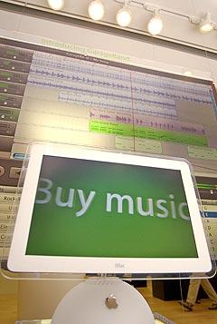 Musikkbutikken iTunes på internett kommer ikke til Norge med det første. Foto: AP Photo / Paul Sakuma.