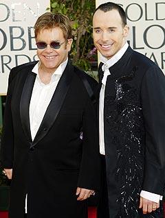 Elton John og kjæresten David Furnish vurderer å gifte seg. Foto: Kevork Djansezian, AP Photo.