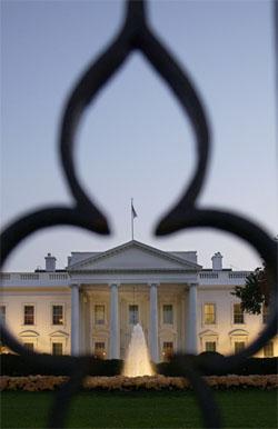 Kampen står om dette huset: Det hvite hus i Washington D.C. (Reuters/Scanpix)