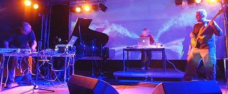 Bugge Wesseltoft samarbeider med indiske musikere i prosjektet Ragatronik. De spiller under Oslo World Music Festival denne uken og drar deretter på norgesturné. Foto: Ola Sæther, Rikskonsertene / Scanpix.