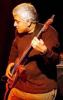 Bugge Wesseltoft samarbeider med indiske musikere i prosjektet Ragatronik. Blant musikerne er Shrikanth Sriram, kjent som Shri i den britisk-asiatiske undergrunnsgruppa Badmarsh & Shri. Foto: Ola Sæther, Rikskonsertene / Scanpix.