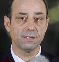 Talsmann for det franske militærsykehuset, doktor Christian Estripeau, sa på en pressekonferanse at Arafats tilstand er blitt mer kompleks. (Foto: AFP/Scanpix)