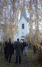 Mange var tilstede da Hedda Karterudseter ble gravlagt fra Flatdal Kirke fredag. Foto: Terje Bendiksby / SCANPIX