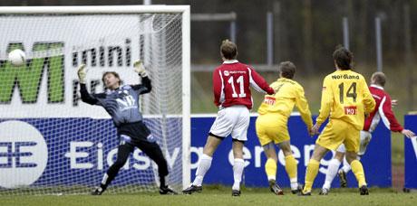 Kongsvingers Frode Birkeland setter inn 1-0 målet som også ble sluttresultatet på Gjemselund. FOTO: Håkon Mosvold Larsen/ SCANPIX