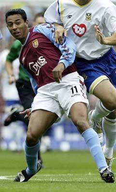 Nolberto Solano i Aston Villa-drakt (Foto: AP / SCANPIX)