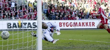 Ali Al-Habsi kunne ikke stanse Bengt Sæternes under årets cupfinale. (Foto: Håkon Mosvold Larsen / SCANPIX)