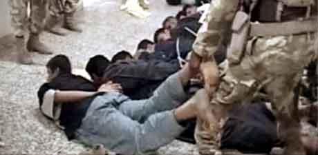 Irakiske soldater stormer et sykehus i Falluja. Foto: Reuters