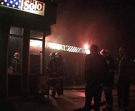 """Det brann i """"Skyssen Grill"""" i Ulstein måndag kveld. Foto: Svein Smørdal."""