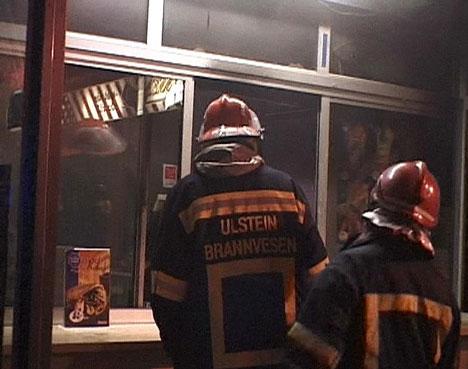 Brannvesenet fekk kontroll over brannen. Foto: Svein Smørdal.