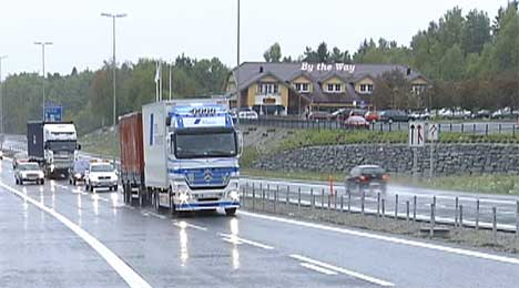 Veien fra Akershus til Rygge sparte utbyggerne for 30 millioner kroner i forhold til budsjettet. Nå ønsker Statens Vegvesen å bruke disse pengene til å forsere resten av E6-utbyggingen. ( Foto: NRK )