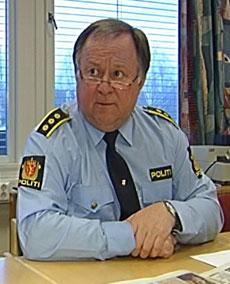 Politistasjonssjef Per Erik Skaugrud er glad de nå har pågrepet en mann mistenkt for flere innbrudd på Hanstad i Elverum. (Foto: Jørn Nordli/NRK)