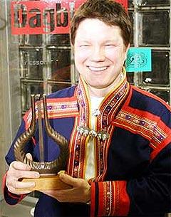Niko Valkeapää fikk Spellemannprisen i Åpen Klasse under utdelingen i 2004. Foto: Jørn Gjersøe, nrk.no/musikk.