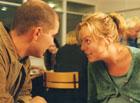 Gjennom sitt arbeid i Utekontakten kommer Johannes (Erik Ulfsby) i kontakt med den narkomane og gravide Kristin (Linn Skåber). (Foto: Helge Semb, NRK)