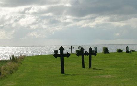 Gammel kirkegård ved havet. Foto: Wenche Lamo Hadland