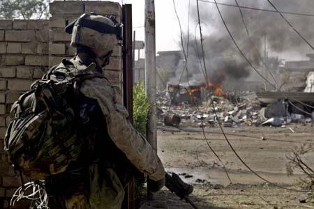 Bare bilder fra USAs invasjonshær er tilgjengelige fra Falluja foreløpig. Dette er tatt i dag. (Foto: Sersjant Agostini)