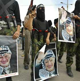 JIHAD: Soldater fra militante organisasjoner demonstrerte mot Israel i støtte til Arafat. (Foto: AFP PHOTO/MAHMUD HAMS )