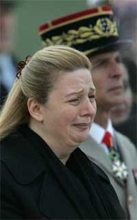 Yasir Arafats kone Suha sørger over tapet av sin mann. (Foto: AP/Scanpix)