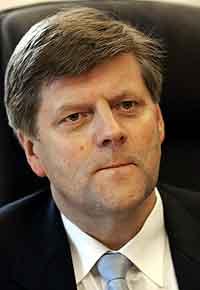 Statsråd Ansgar Gabrielsen vil ha ein skriftleg rapport. (Foto: Erlend Aas, Scanpix)