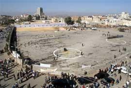 RAMALLA: Området hvor graven til Arafat ligger har blitt ryddet og klargjort de siste dagene. (Foto: AFP PHOTO/ABBAS MOMANI )