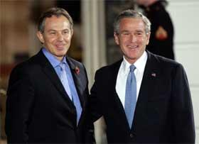 VENNER: Tony Blair er den første statslederen som besøker Bush etter valget. Samtalene skal dreie seg om Midtøsten. (Foto:Brendan Smialowski/Getty Images/AFP )