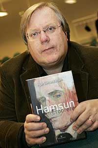 Blant 25 nominerte bøker var Ingar Sletten Kolloen si bok Hamsun. Erobreren mest populær blant lesarane. (Foto: Heiko Junge/Scanpix)