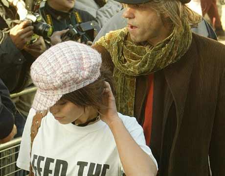 Sir Bob Geldolf sammen med datteren Fifi Trixie Belle under søndagens nyinnspilling, foto: Scanpix
