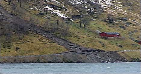 Ved Kjøsnesfjorden gjekk det 20 ras førre helg. (Foto: Arne Eithun, NRK)