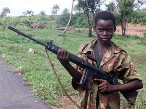 En 14 år gammel gutt i Sierra Leone. (Foto: AP/Scanpix)
