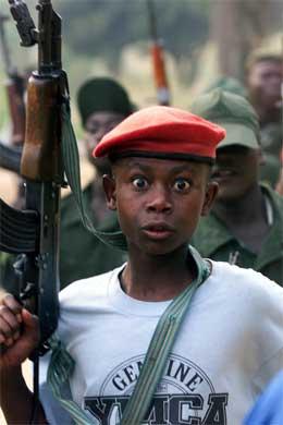 Herrens Motstandshær, Lord's Restistance Army, er en svært brutal geriljahær, som er kjent for å kidnappe barn og bruke dem som soldater. Foto: AP/Reuters