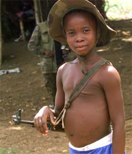 En elleve år gammel gutt nær Sierra Leones hovedstad Freetown. (Foto: AP/Scanpix)