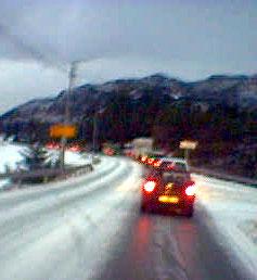 Ved avkjørselen til Haganes på Rv 555, i retning Bergen. MMS-foto: Sigrid Mohn Kleppe