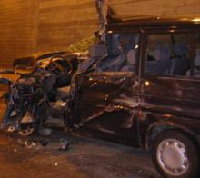 En mann i begynnelsen av 20-åra omkom mandag da han ble påkjørt bakfra og havnet mot en lastebil i motgående kjørefelt på riksvei 2 i Kongsvinger.(Foto:Rolf Stømner)