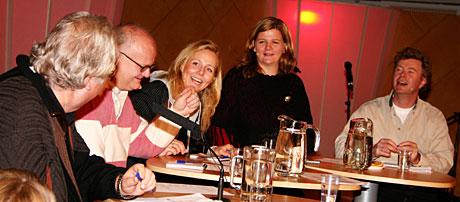 Har det på tunga: Finn Bjelke, Linn Skåber, Anne Lindmo og Øystein Bache - ledig loset av Knut Borge. (Foto: Jon-Annar Fordal)