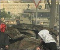 Nye sammenstøt mellom palestinere og israelske soldater skjedde etter dagens begravelser. (Foto: EBU)