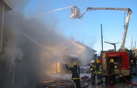 Det tok noen timer før brannvesenet hadde kontroll over brannen.