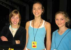 Dansarar: Thale F. Almås, Kristina Elizabeth Voigt og Emma S. Damskau. (Foto: Tone Merete Tho / NRK)