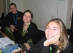 Per Åsmund Berg, Tonje Reiersen og Ida Bettvik jobba under Grand Prix-showet i Lillehammer. (Foto: Tone Merete Tho)