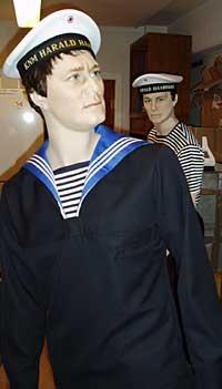 Slik ser de nye uniformene til Marinen ut. Foto: John Gunnar Skien/ NRK.