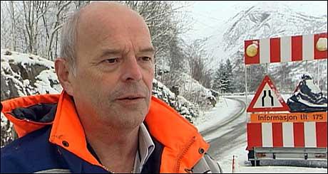 Distriktsvegsjef Oddvin Ylvisaker seier dei vil prøve å nytte rasmassane til rassikring. (Foto: NRK)